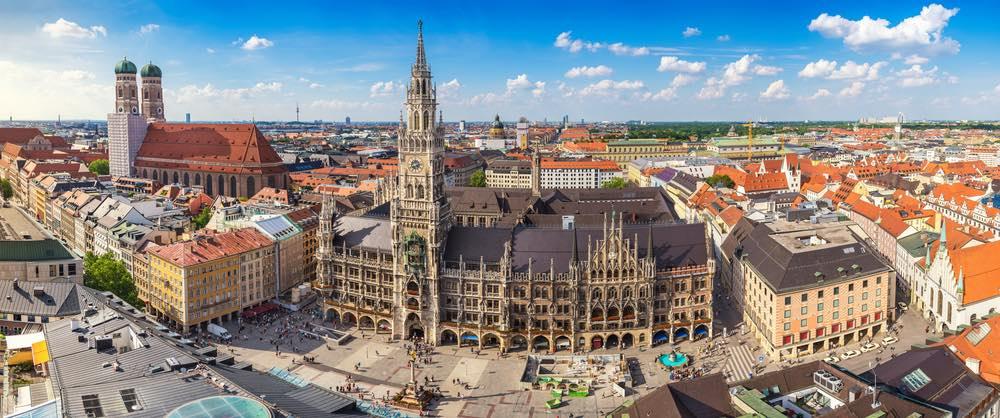 Marienplatz en Frauenkirche in Munchen
