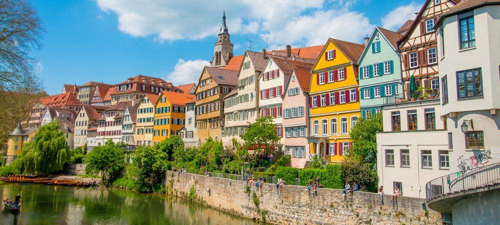 gekleurde huizen aan het water in tuebingen